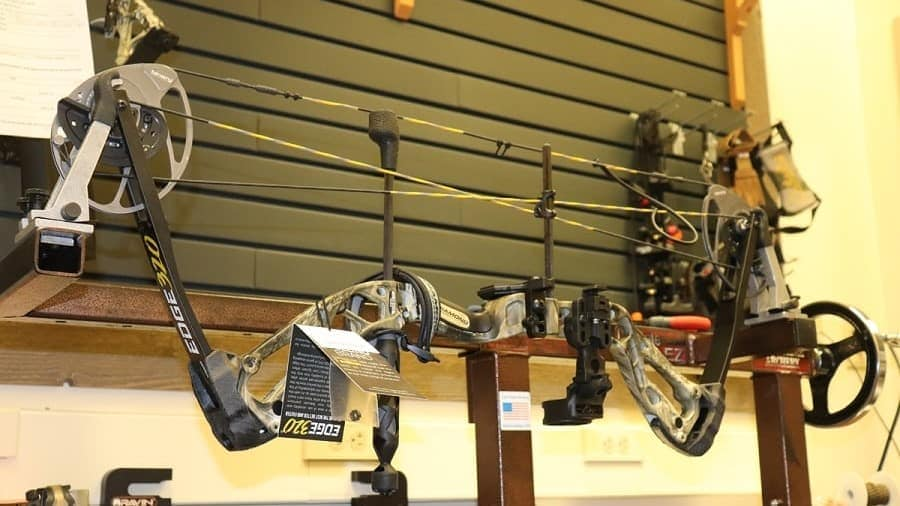 Diamond Archery Edge 320 R.A.K. Package compound bow